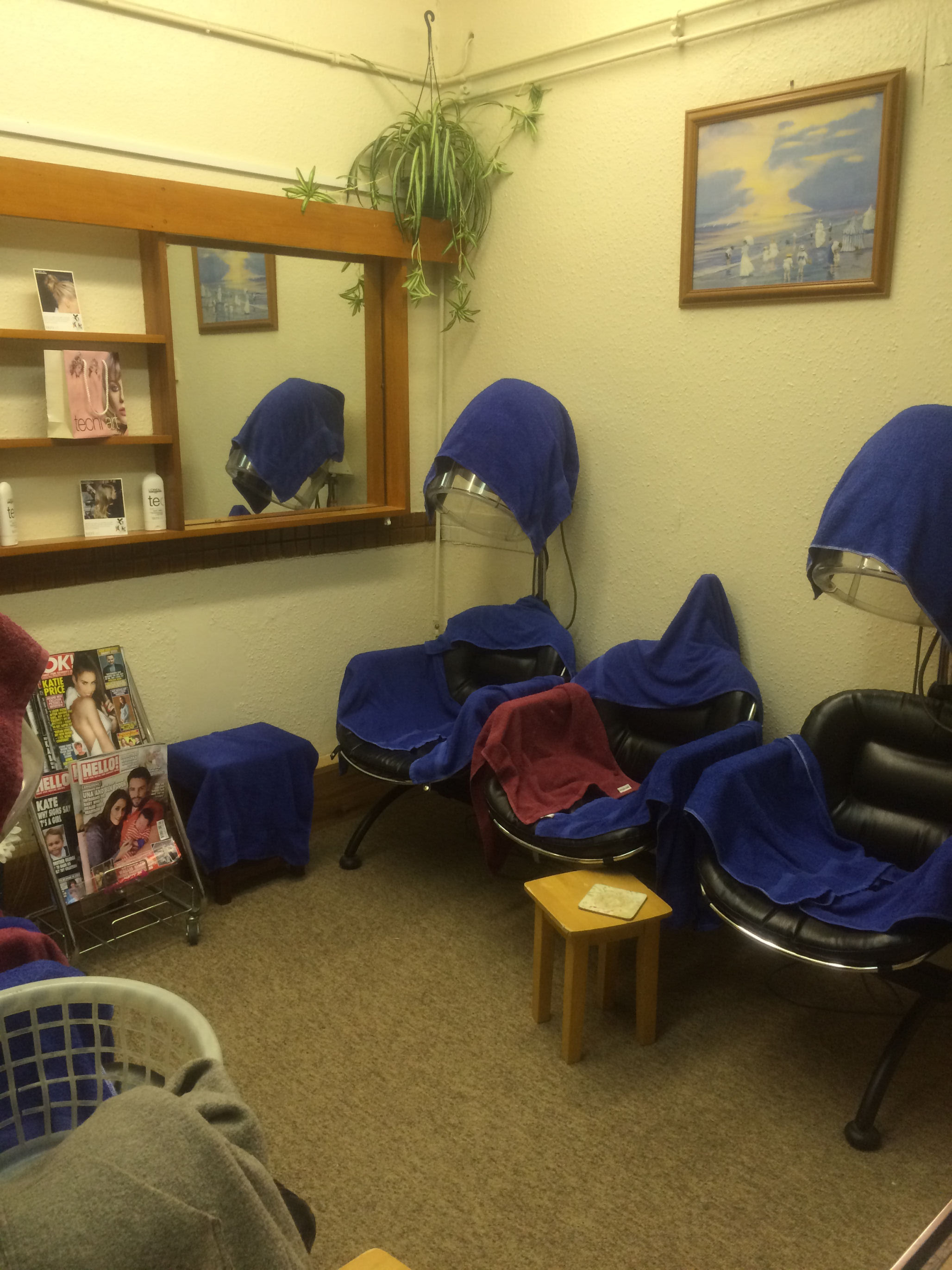 Staff run hair salon with accommodation in kent for sale for 101 beauty salon