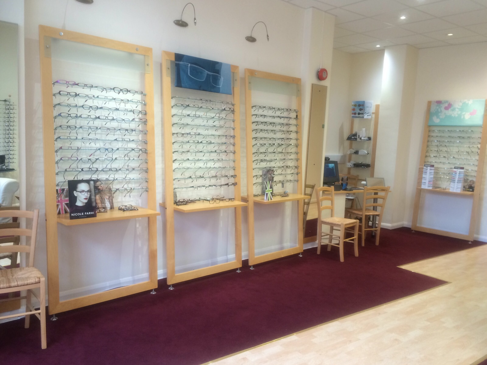 ESTABLISHED OPTICIANS IN SURREY